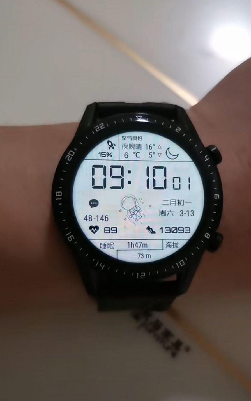 华为手表太空人表盘免费图1