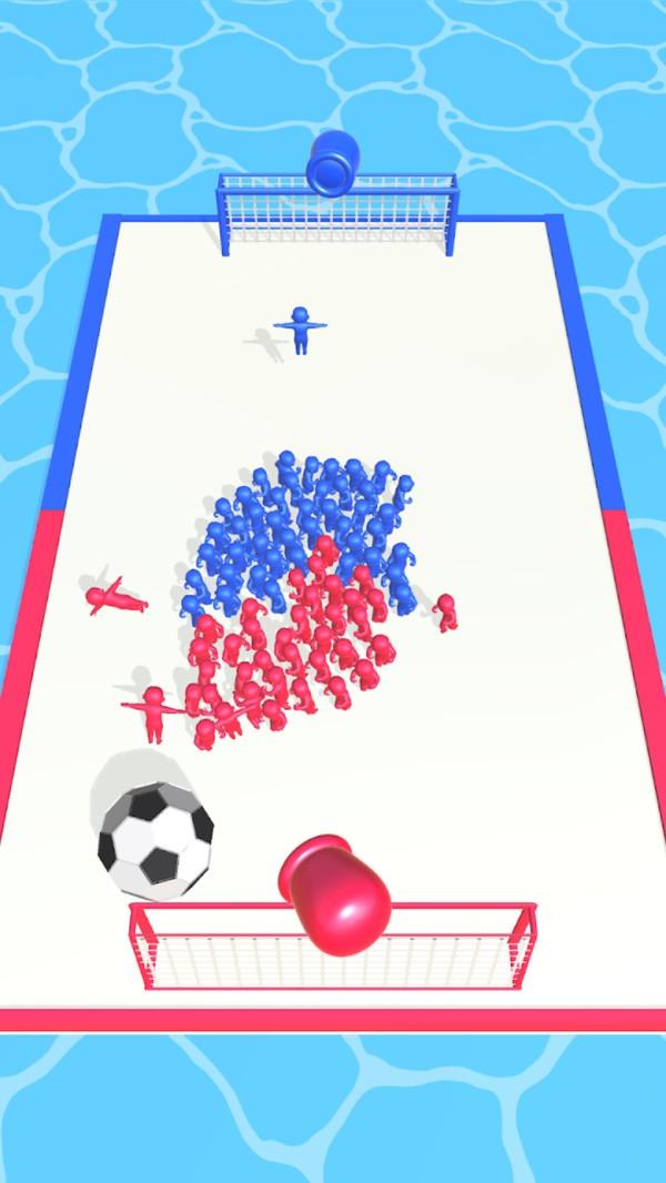 拥挤的足球图1